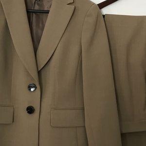 Kasper Womens tan Suit w/Slacks